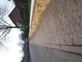 Rasenkantensteine im Naturstein gesetzt, Lavadur und Nero Quarzit als Kiesbeet inkl. Unkrautvlies, Sondermass Gabione mit Alpenstein bestückt von GreenFairway e.K.