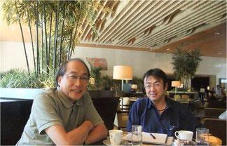 2012年9月、同じく所さん(左)とわたし。港区のシェラトン都ホテルにて打ち合わせ。