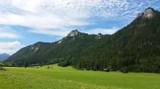 Mein ursprüngliches Ziel - die Falkenburg... Auf dem mittleren Hügel...