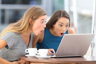 2 Frauen lesen News
