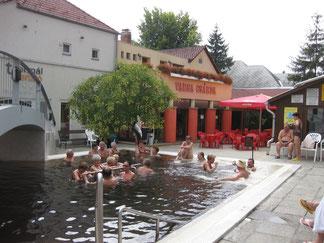 Csarda und Außenbecken