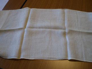 まっさらな絹のスカーフ。どうなるでしょうか