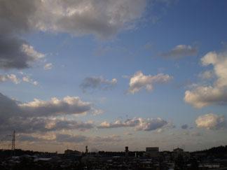 雪雲は去り、すがすがしい空の青が拡がってきました