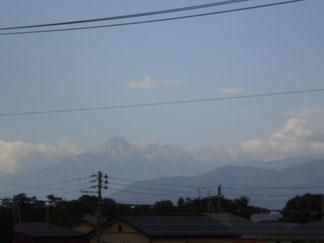 今朝の妙高山。頭のほうが白くなっていました