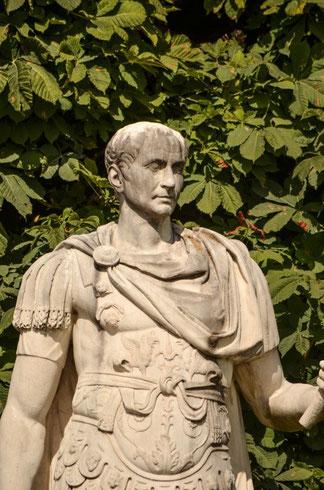 Julius Cäsar - Statue in den Tuillerien-Gärten (Richtung Louvre)