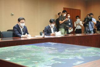 左から北橋市長、古賀若松区長