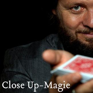 Die Close Up-Magie von Christian Knudsen, Zauberer in Hamburg