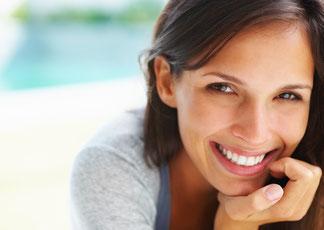 Weisse Zähne in ein bis eineinhalb Stunden mit Power-Bleaching in Ihrer Zahnarzt-Praxis