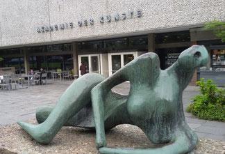 Henry Moore, Liegende