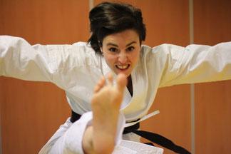 "Mae geri ""personnalisé"" de Pauline Saint Sernin Karate Toulouse"