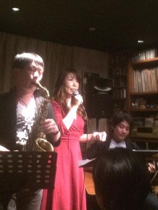 Vo.井原真紀, Sax藤井泰宏, Guitar Nea