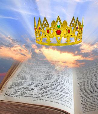 Jean voit en vision l'Agneau, Jésus-Christ, avec à ses côtés, les 144'000 chrétiens rois et prêtres, il entend du ciel une voix qui ressemble au bruit de grosses eaux. Ce groupe de personnes célestes chantent un cantique nouveau.