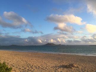 ハワイ貸切チャーター カイルアビーチの日の出 日の出直後 朝の爽やかなカイルアビーチ