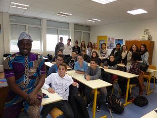 Intervention au collège Petite Lande de Rezé. Exposé d'André Todjé, président de GSADE-ONG, notre principal partenaire, et ancien maire de Sô-Ava.