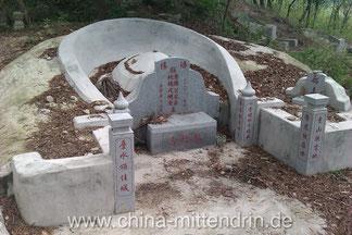 Ein typisches Grab in Tongan, einem Stadtteil von Xiamen, Fujian (China).