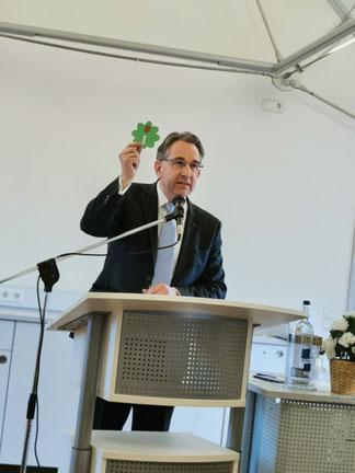 Mit Vertrauen in die Zukunft. Hierfür warb Kreis- und Bezirksvorsitzender Matthias Lammert, MdL, auch symbolisch, bei der Begrüßung anlässlich des 22. Neujahrsempfangs.