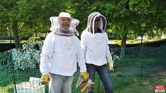 Jean-Luc Faugère et Didier Arlot de l'association BeeOsphère.