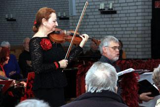 Einen musikalischen Ausflug in die Salonmusik wagt Pfarrer Jörg Zimmermann