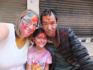 Nepal mit Kind, Holi mit Kind