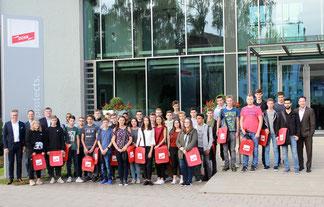 Die neuen Auszubildenden bei DEHN und DEHN INSTATEC Foto: DEHN SE + Co KG / Hanna Meier