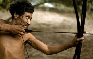 A pesar de que los pueblos indígenas y tribales cazan para alimentar a sus familias a menudo son criminalizados como 'cazadores furtivos'. © Fiona Watson/Survival