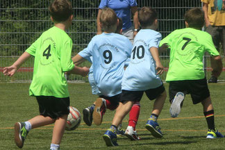 80 Kinder aus 8 Kitas in 8 Teams – das war der KiGa-Cup 2018, der am 7.7.2018 vom Jugendfußball  Förderverein Pfaffenhofen auf dem Kunstrasenplatz in Niederscheyern ausgetragen wurde
