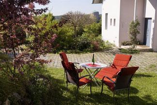 2-Zimmer-Gartenwohnung: Ausspannen im Garten der Ferienwohnung Schönblick