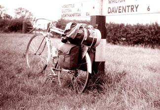 an einer Weg-Gabelung vor Daventry