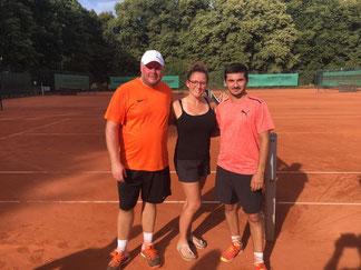 v.l.n.r.: Vize-Clumeister Dominik Engling, Sportwartin Hanna Kloeters, Clubmeister Julian Franken