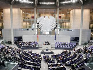 Der Bundestag soll am Donnerstag erstmals über das Tarifeinheitsgesetz beraten. Einem Gutachten zufolge gibt es allerdings Zweifel an seiner Verfassungsmäßigkeit. Foto: Michael Kappeler