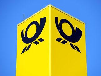 Das Logo der Deutschen Post AG: Es gibt wieder Tarifgespräche bei der Post. Foto: Martin Schutt
