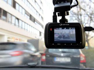 Dashcams im Auto waren bisher datenschutzrechtlich umstritten. Foto: Rene Ruprecht/Archiv