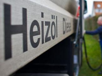 Erstmals seit fast fünf Jahren kosten 100 Liter Heizöl weniger als 60 Euro. Hausbesitzer sollten jetzt zugreifen. Foto: Patrick Pleul