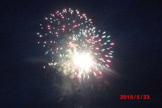 日田市の川開き観光祭での花火の様子。