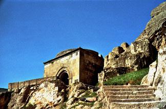 eine breite Treppe führte zur Kapelle