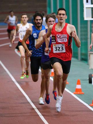 Andreas führt das Feld bei 1000m an.