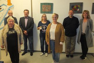 Der neu gewählter Vorstand: (von links) Tamara Diehl, (dahinter) Dietmar Schüler, Harald Stehl, Christina Ernst, Nicole Gleim, Wolfgang Czapp und Doris Bechold. Foto: Marise Nloniac