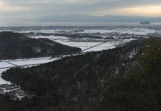 小谷城から望む虎御前山と竹生島