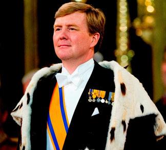 König Wilhelm Alexander im Krönungsmantel