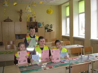 """Lukšių Vinco Grybo gimnazijos """"Šviesoforo"""" konkurso laimėtojų komanda"""