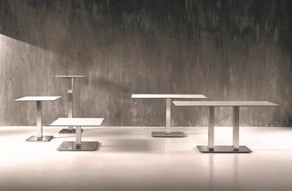 Bistro - Tische in einem Kaffeehaus