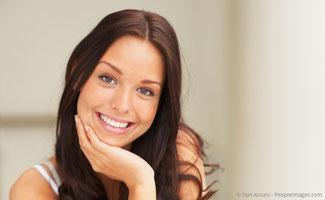 Strahlend weisse Zähne mit Bleaching
