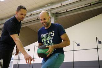 Personal Trainer Thomas Freimann aus Schortens coacht einen Kunden