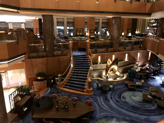 横浜ベイシェラトンホテルの格式高いロビー