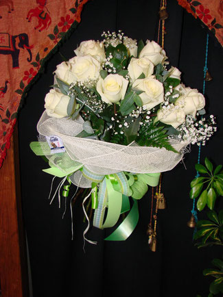 Ramo de rosas blancas.Ref RS06