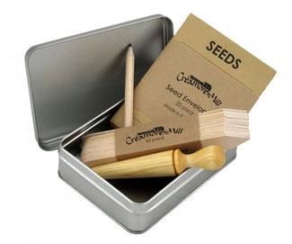 Saatgut Sammelbox mit Saatumschlägen, Saat-Dibber aus Holz und Pflanzschildchen