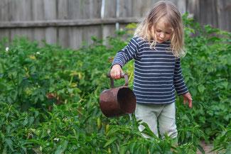 """""""Garten-Projekte mit Kindern sind eine tolle Idee um Kinder das Gärtnern näher zu bringen"""