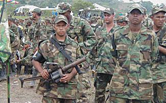 Tony López R.   Colombia: En vigor el Estatuto de Seguridad y los paramilitares al poder