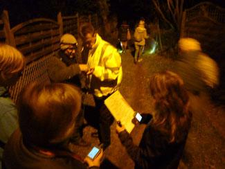 Beim Geocaching in der Nacht / Abenddämmerung statten wir SIe mit Taschenlampen und weiteren Utensilien aus. Für Gruppen ist das Geocaching eine ideale Weihnachtfeier
