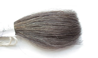 ソナシャンプーで何度か洗浄した毛束の写真